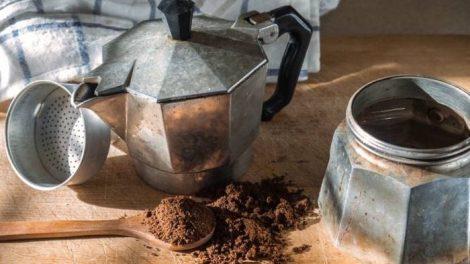 Trucos-para-lavar-la-cafetera-sin-jabon_thumb