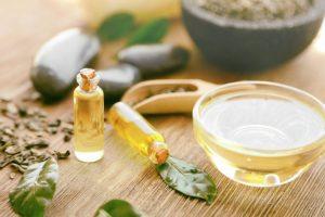 Aceite de árbol del té contra los piojos