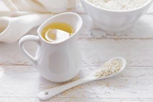 Aceite de ajonjolí: beneficios y propiedades para la salud