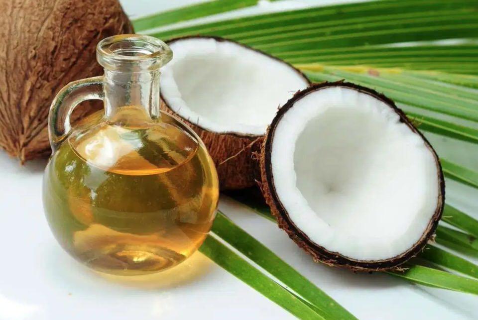 Aceite de coco para hidratar las pestañas