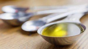 Las cualidades del aceite de oliva con limón