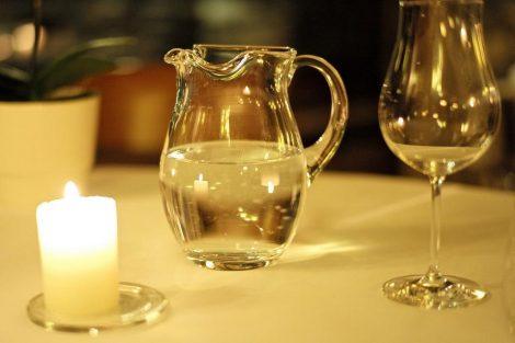 ¿Es adecuado beber agua después de las comidas?