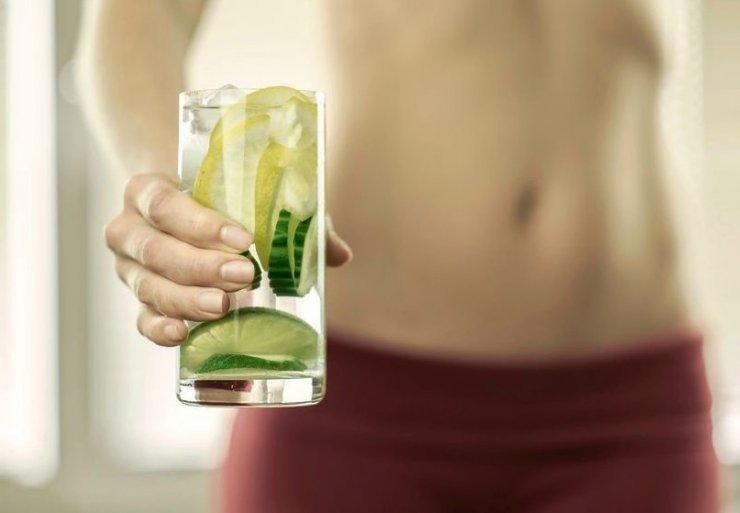 Agua de limon y pepino