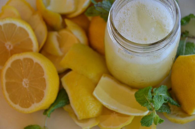 Agua de limón caliente