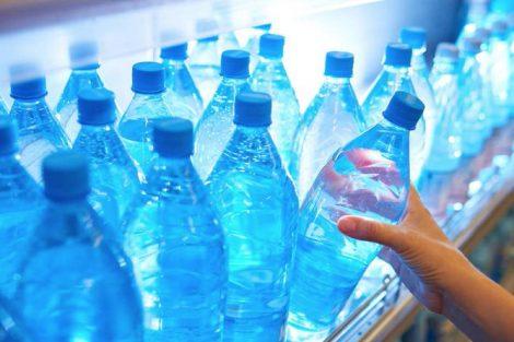 Agua embotellada: cómo elegirla y en qué fijarte