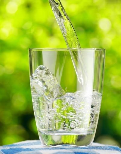 El agua es lo mejor para hidratarnos