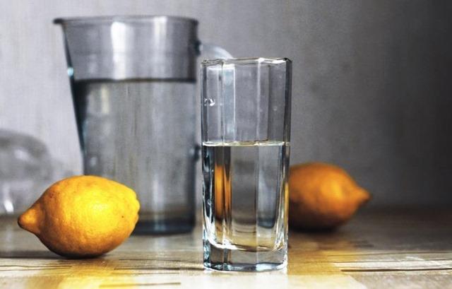 agua-limon-gases