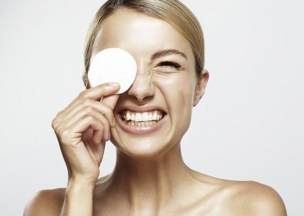 Los usos del agua micelar para la belleza y la piel