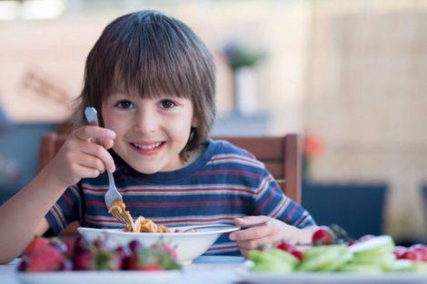 La alimentación del niño: hidratos de carbono, proteínas y grasas
