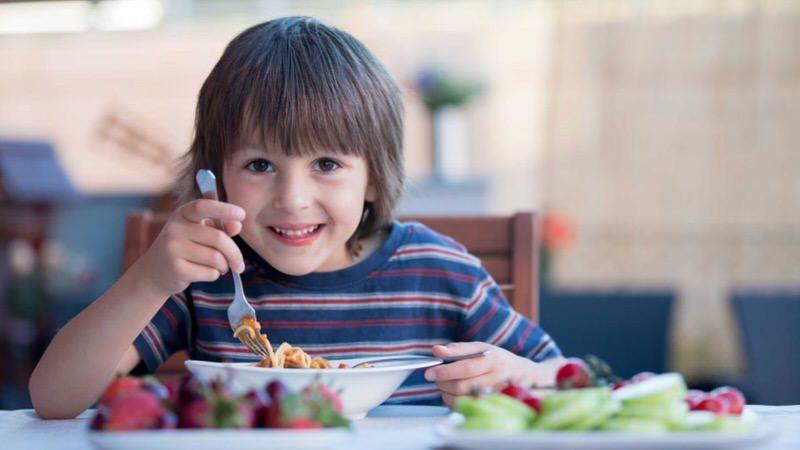 Cómo debe ser la alimentación infantil