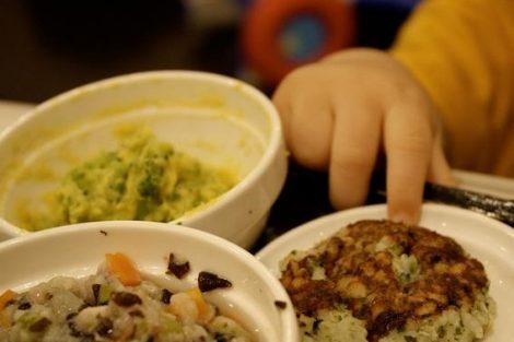 5 alimentos que no pueden comer bebés menores de 1 año