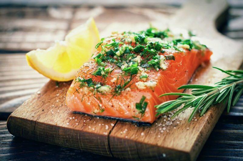 El pescado es beneficioso para el colesterol bueno