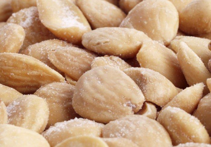 Almendras fritas poco saludables