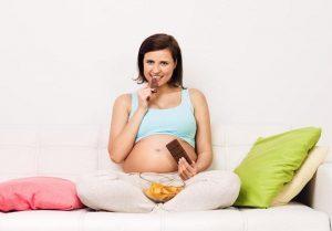 Antojos en el embarazo: por qué aparecen, causas y cómo reducirlos