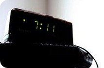 ¿Es malo dormir cerca de aparatos eléctricos?