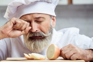 Irritación en los ojos al cortar cebolla