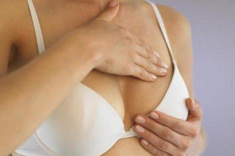 Autoexamen de mamas: cómo examinarte los pechos en casa
