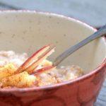Avena con manzana y miel, el desayuno ideal