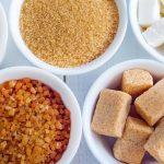 Azúcar blanco o moreno para exfoliar la piel: beneficios y contraindicaciones