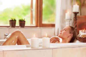 Baño relajante casero con melisa