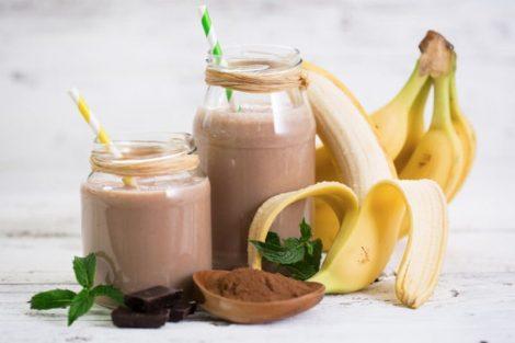 Nutritivo batido de cacao y plátano con bebida de soja