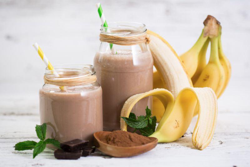 Cómo hacer un batido de cacao y plátano con leche de soja