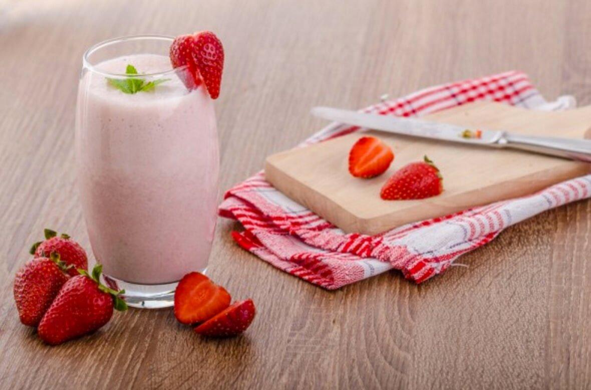 Cómo hacer un batido de fresas bajo en calorías