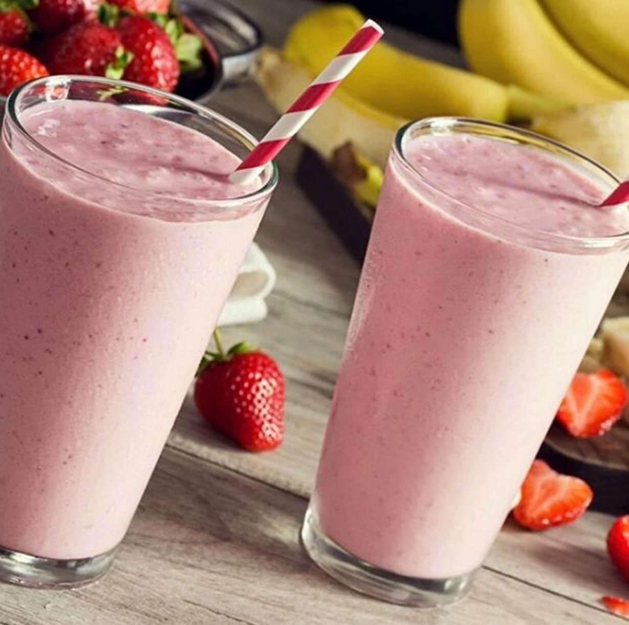 Cómo hacer un batido de fresas y plátano bajo en calorías