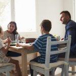 Sentarnos a comer en familia: por qué es tan beneficioso