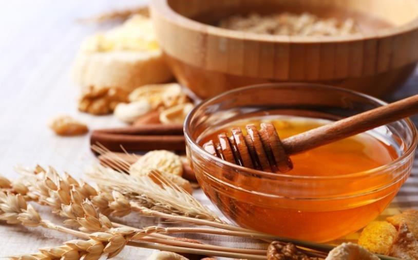 Principales usos y beneficios de la miel en la cocina