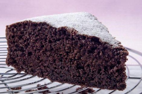 Bizcocho de chocolate fácil, rápido y esponjoso: receta