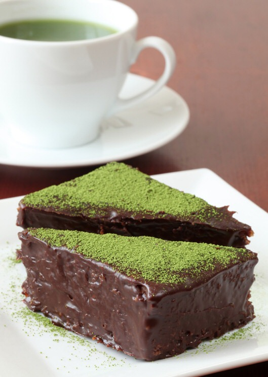 Cómo hacer un bizcocho de chocolate y matcha