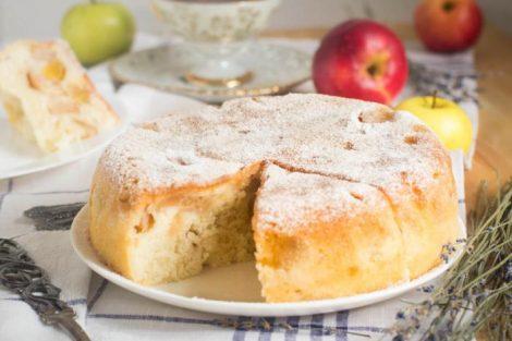 Cómo hacer un bizcocho de manzana esponjoso: 3 recetas deliciosas