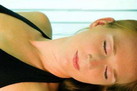 Cabinas de rayos UVA para broncearse: beneficios y riesgos