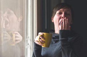 ¿Tomar café con leche por la noche quita el sueño?