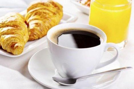 Tomar café con el estómago vacío: riesgos y consecuencias