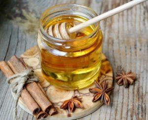 Canela y miel: beneficios de tomar 1 cucharada cada día