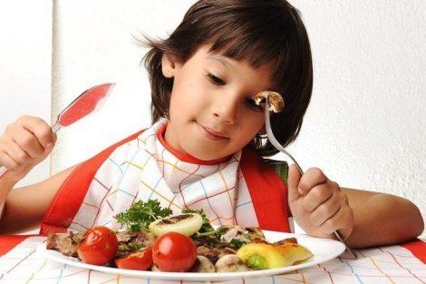 El consumo de carne en los niños: cuáles son más adecuadas y consejos para que la coman