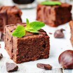 Cómo hacer daditos de chocolate negro y castañas