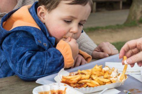 Colesterol alto en niños: causas, valores y cómo prevenirlo