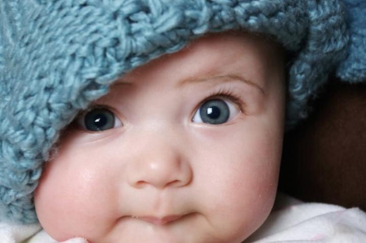 El color de pelo y ojos del bebé