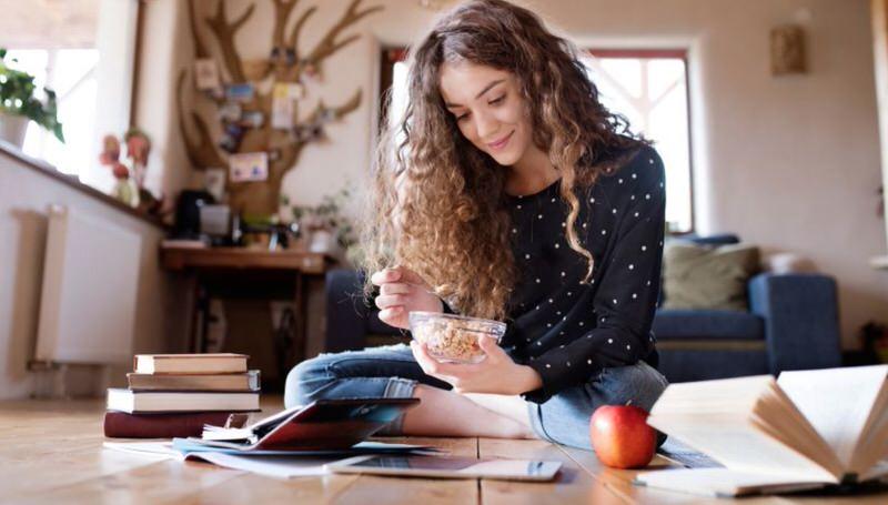 Comer distraído afecta a la digestión