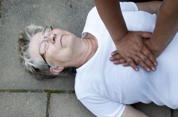 Qué hacer si una persona sufre un infarto
