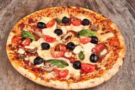 Cómo hacer una pizza vegetariana con los mejores ingredientes naturales
