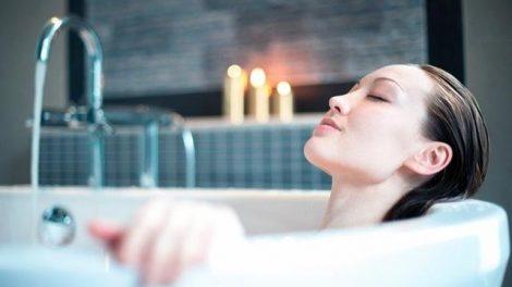 Consejos para hacerte un baño relajante en casa
