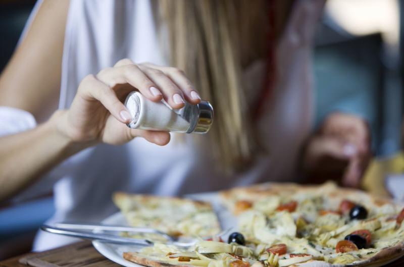 Cómo reducir la sal de la dieta