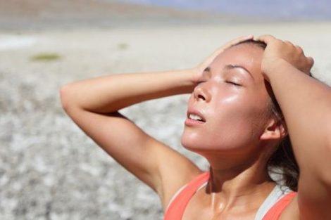 Esto es lo que le pasa a tu cuerpo si no bebes agua