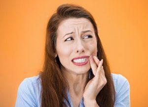 Cómo aliviar la gingivitis naturalmente y cómo prevenirla