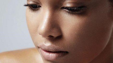Cuidar la piel grasa con consejos naturales