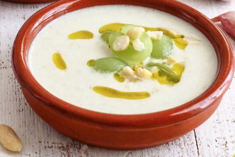 Crema fría de almendras con uvas y melón: receta refrescante